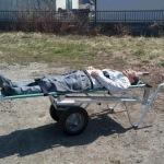 要救護者を乗せた例。一人で搬送可能です。
